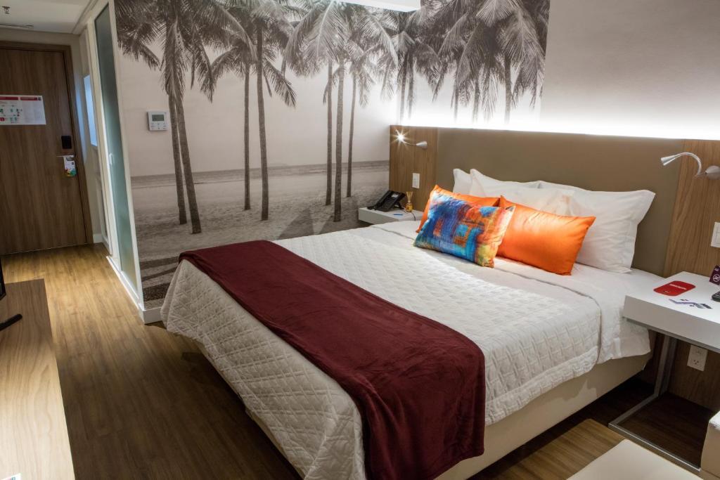 Łóżko lub łóżka w pokoju w obiekcie Rio Hotel by Bourbon Ciudad Del Este