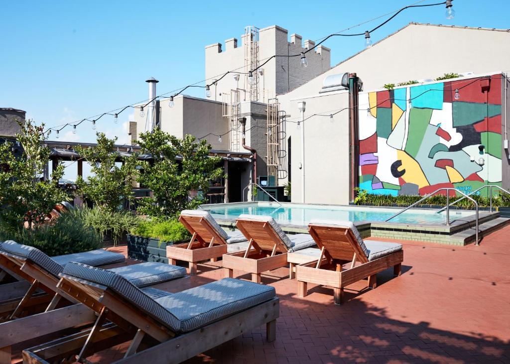 Swimmingpoolen hos eller tæt på Ace Hotel New Orleans