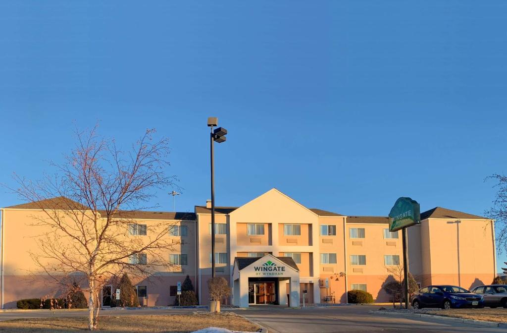 Hotel Wingate by Wyndham Minot, ND - Booking.com on map of arcata ca, map of carson city nevada, map of troy new york, map of casa grande arizona, map of la grande oregon, map of evanston illinois, map of spearfish south dakota, map of terranea, map of alamogordo new mexico, map of north minot nd, map of aberdeen south dakota, map of new haven connecticut, map of minot state, map of minot beach, map nd north dakota, map of winter garden florida, map of cedar rapids iowa, map of boone iowa, map of ashland ohio, map of hutchinson kansas,