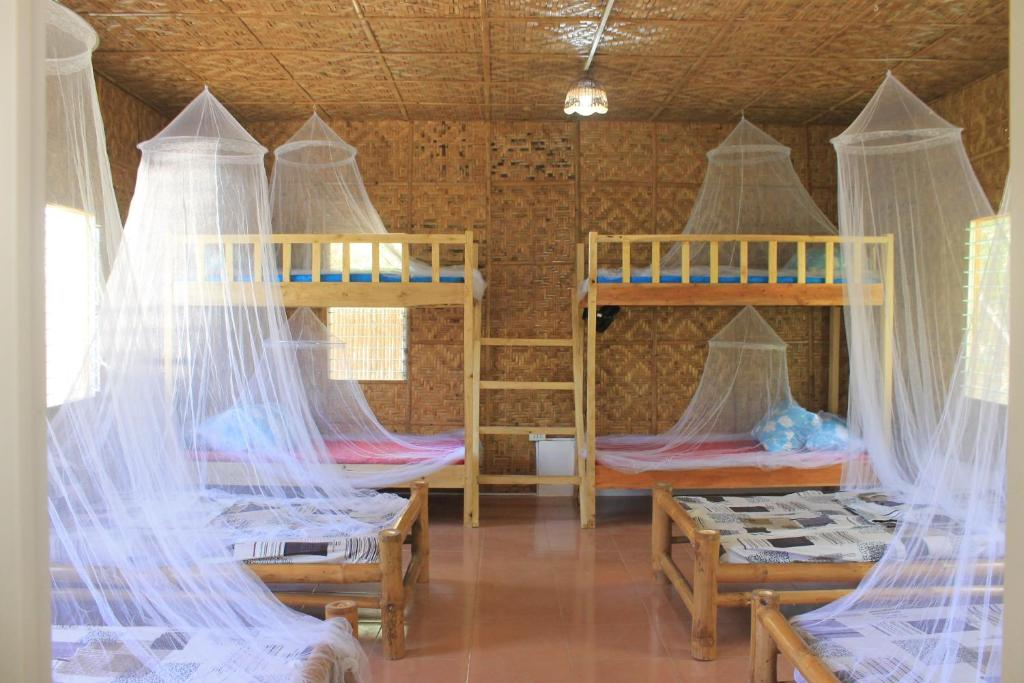 A bed or beds in a room at B-hol Huts