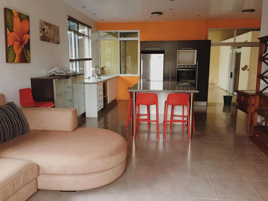 A kitchen or kitchenette at City Home Tahiti