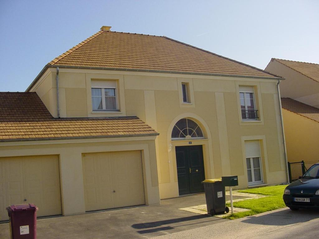 Maison Les Clayes Sous Bois vacation home maison à disneyland paris, bussy-saint-georges
