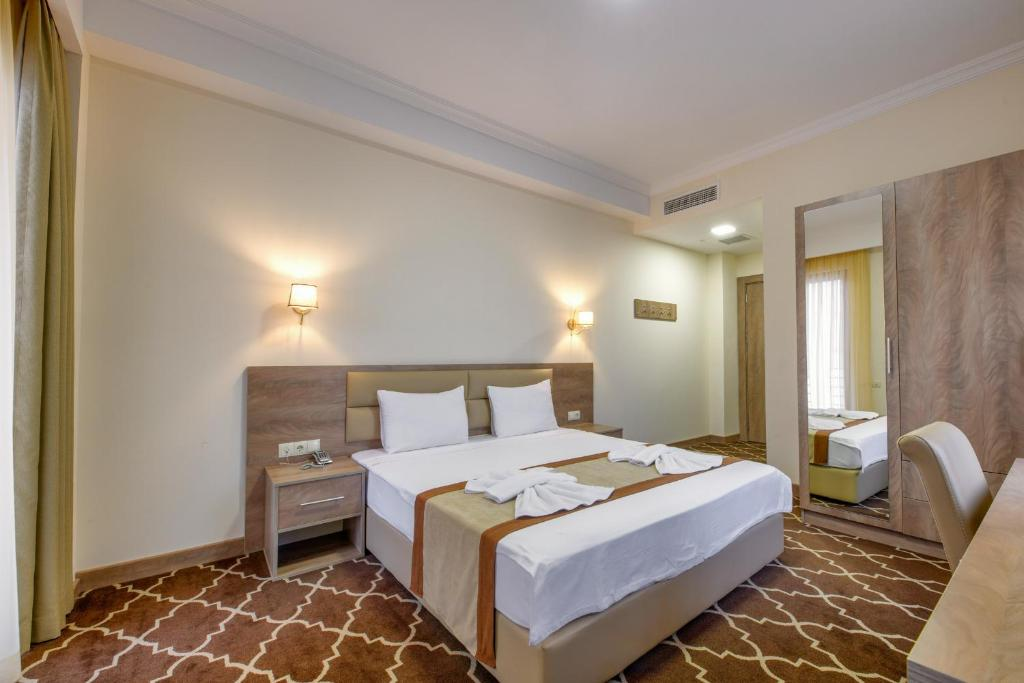 A bed or beds in a room at Gallery Inn