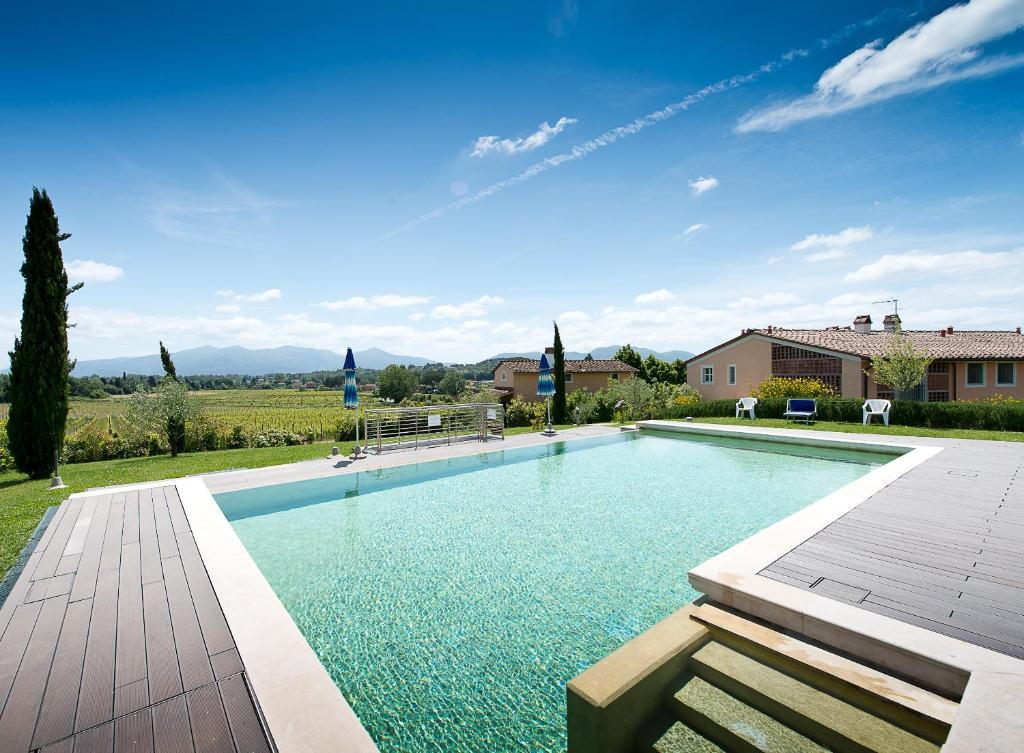 The swimming pool at or close to Fattoria Sardi Giustiniani