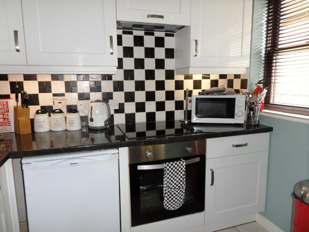 A kitchen or kitchenette at waterloo place ground floor apartment
