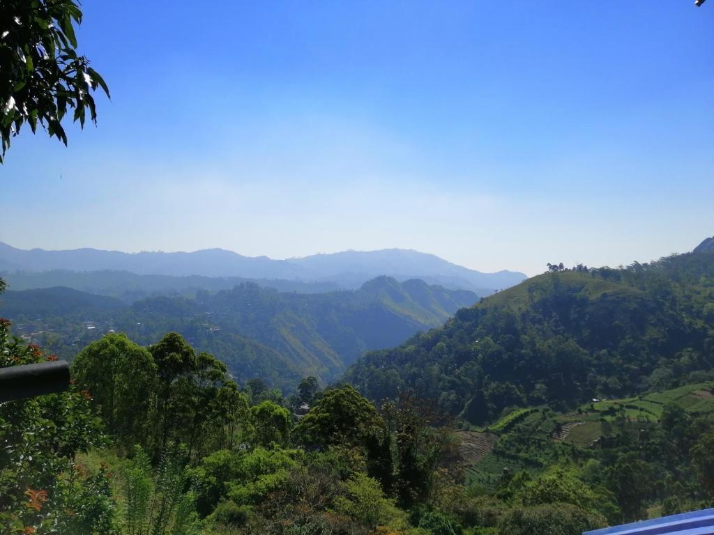 Vue générale sur la montagne ou vue sur la montagne depuis le séjour chez l'habitant