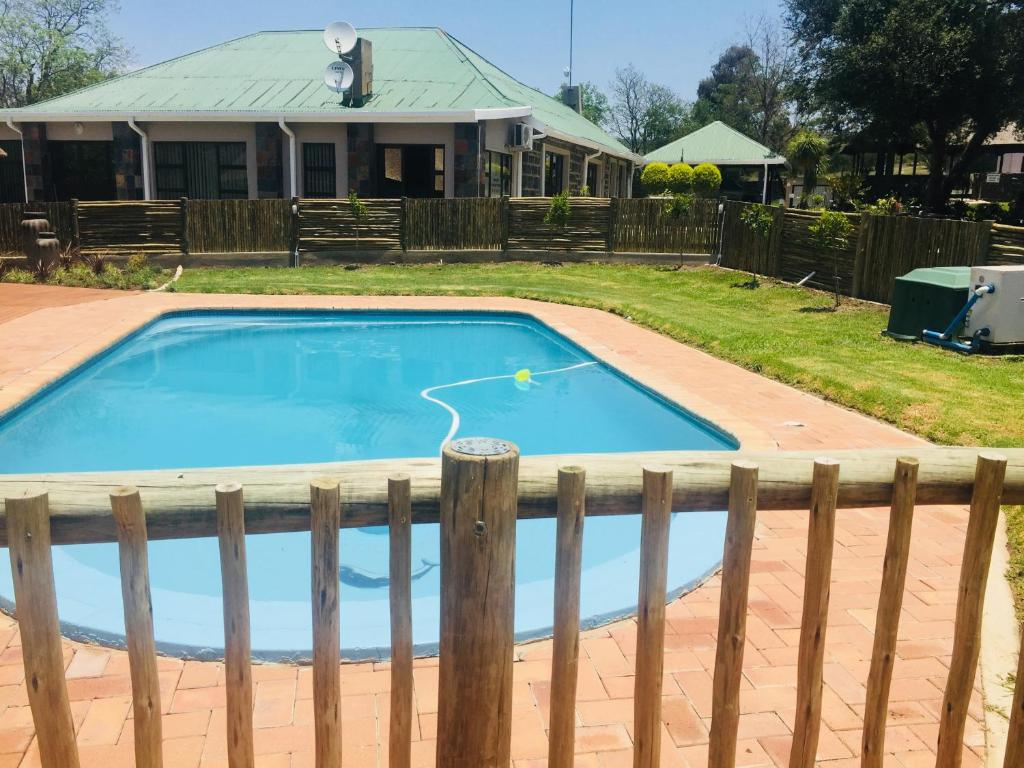 The swimming pool at or near Trenchgula Game Farm & Lodge