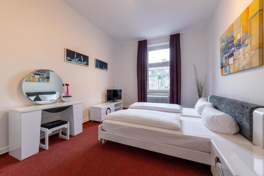 A bed or beds in a room at Trip Inn Hotel Schumann