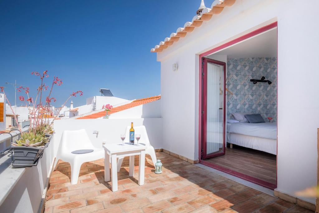 A balcony or terrace at B&B do Paço
