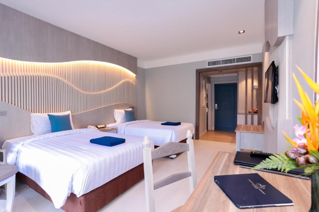 Кровать или кровати в номере Amora Beach Resort Phuket