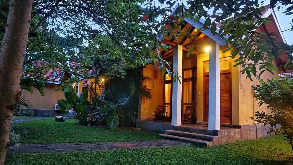 Um jardim em Saunter Paradise Hotel