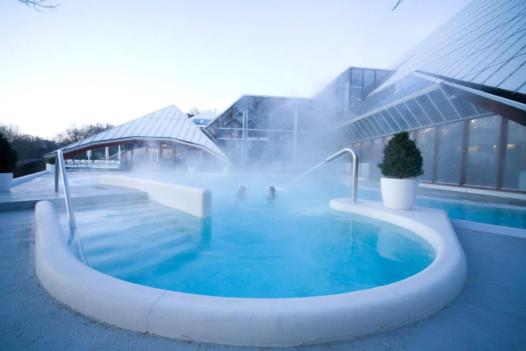 The swimming pool at or near Thermae 2000