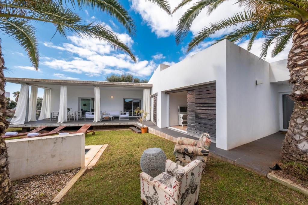 Villa White Pearl Binibeca - Lujo moderno en Binibeca para 9 ...