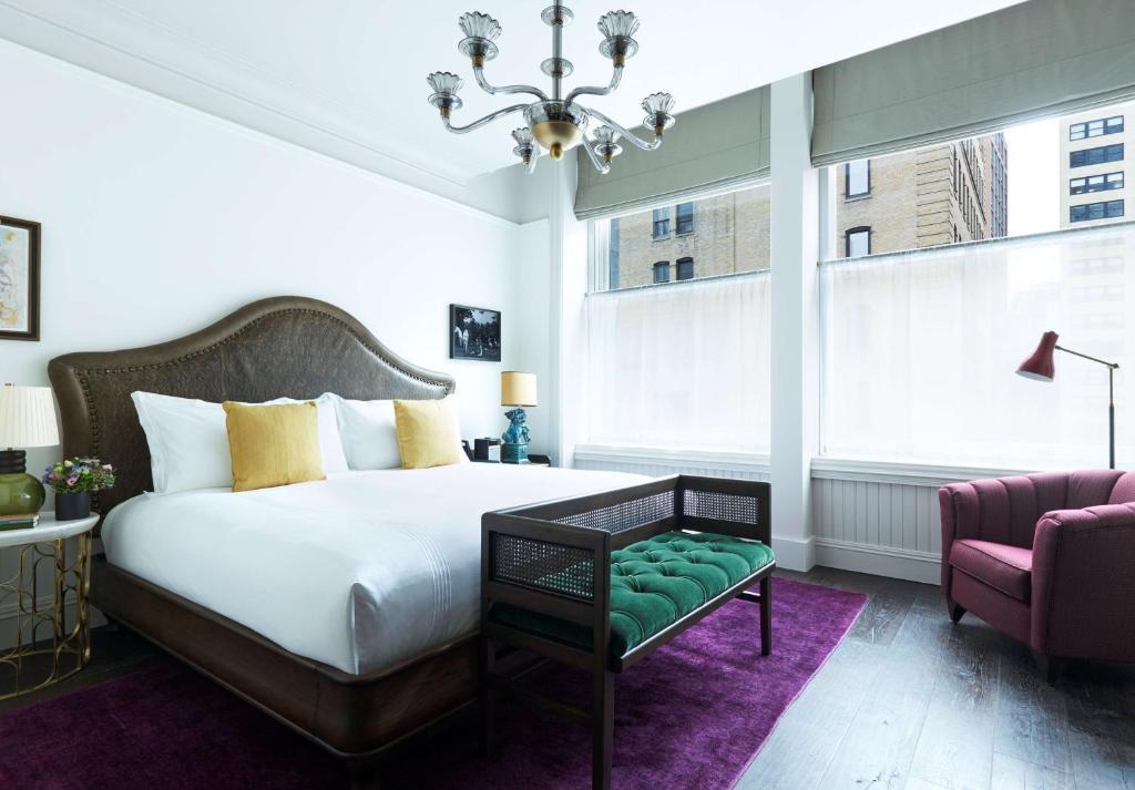 Postel nebo postele na pokoji v ubytování The Beekman, a Thompson Hotel