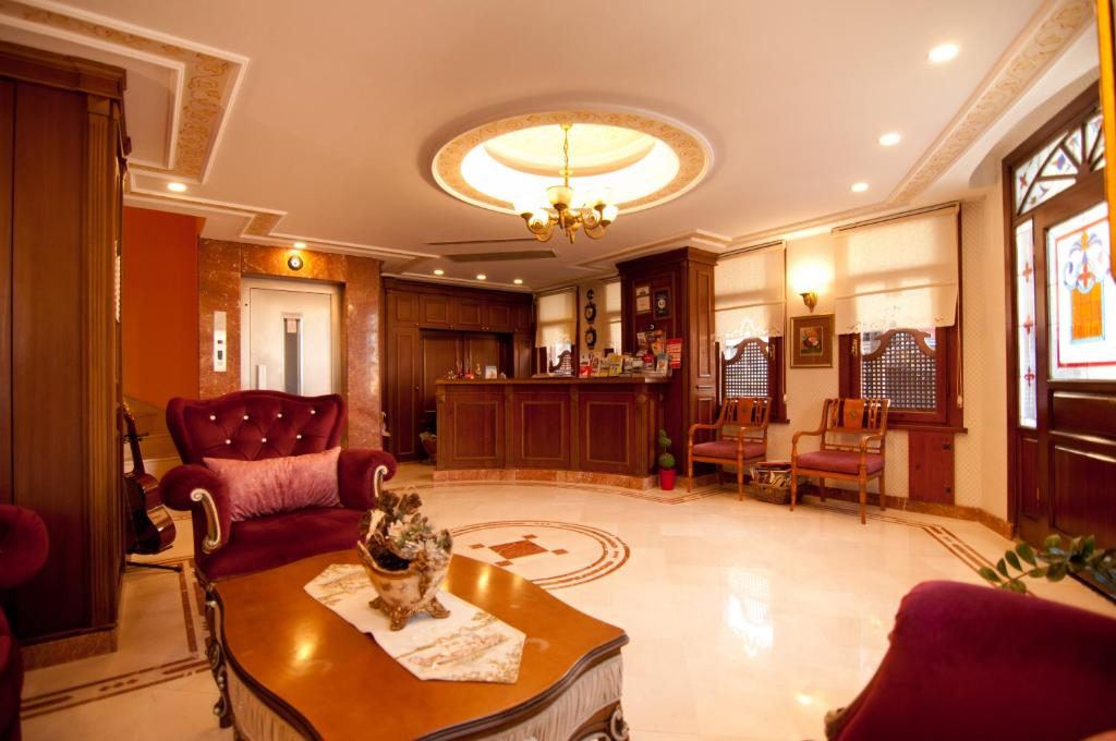 The lobby or reception area at Emine Sultan Hotel
