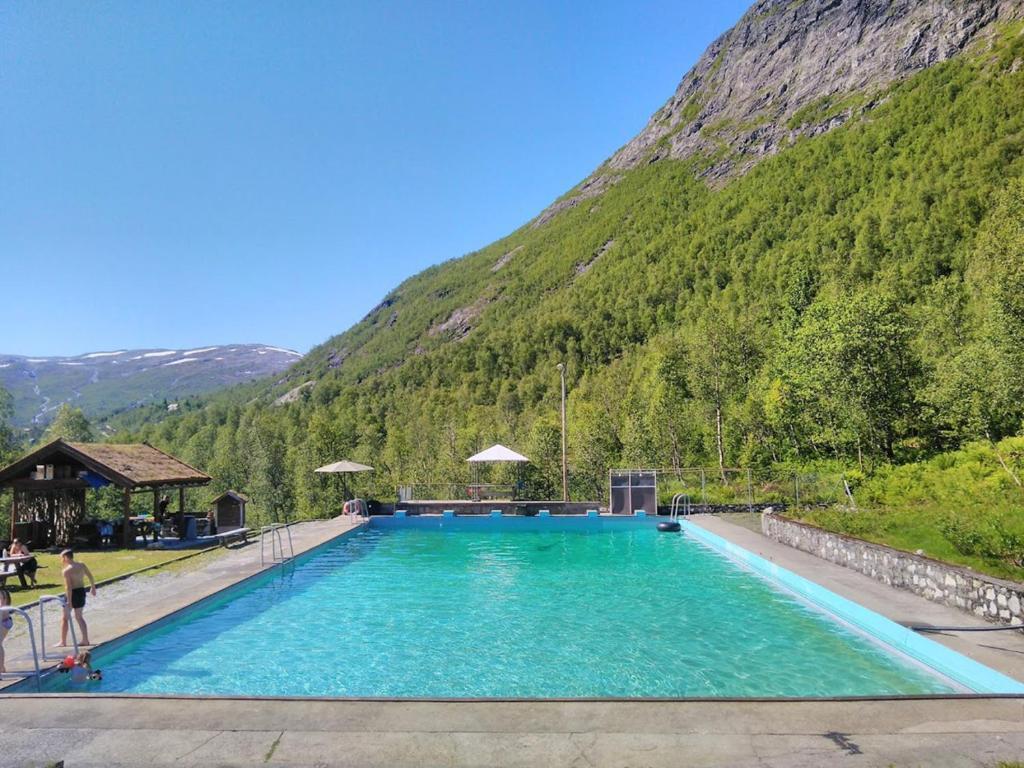 Bassenget på eller i nærheten av Mjølfjell Mountain Lodge