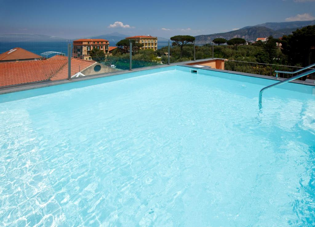 Hotel Palazzo Guardati tesisinde veya buraya yakın yüzme havuzu