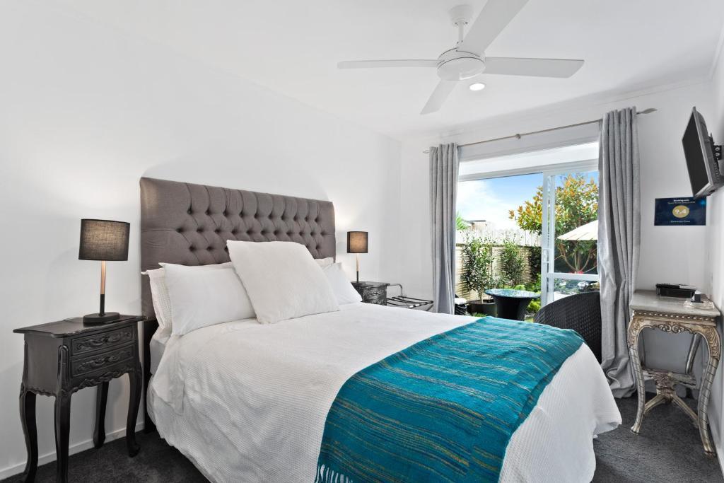 เตียงในห้องที่ Clearwater Cove