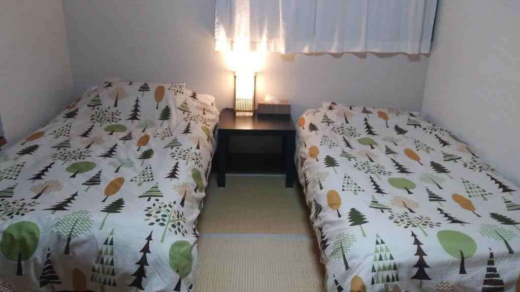 A bed or beds in a room at Fukuoka dog&cat House