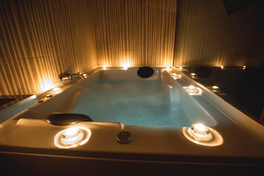 Yacuzzi O Jacuzzi.Bed And Breakfast Junior Suites Con Jacuzzi Babilafuente