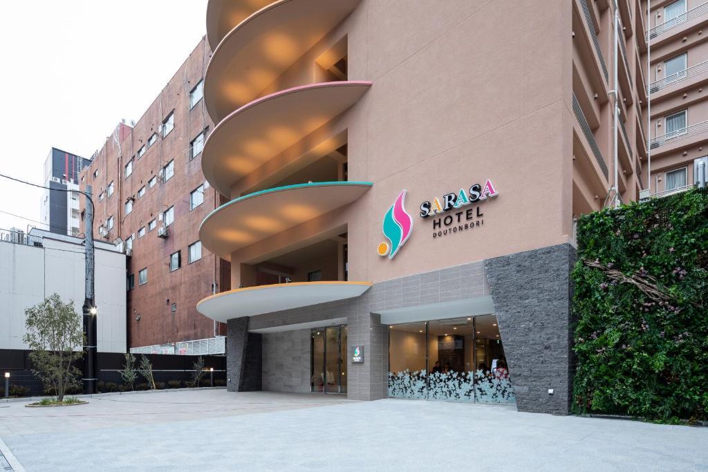 البناء الذي يحتوي الفندق الاقتصادي