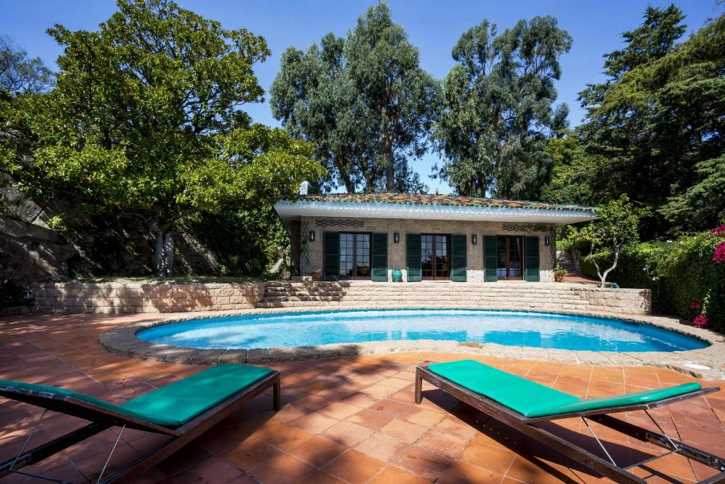 The swimming pool at or near Entre Rochas Pool House by The Getaway Collection