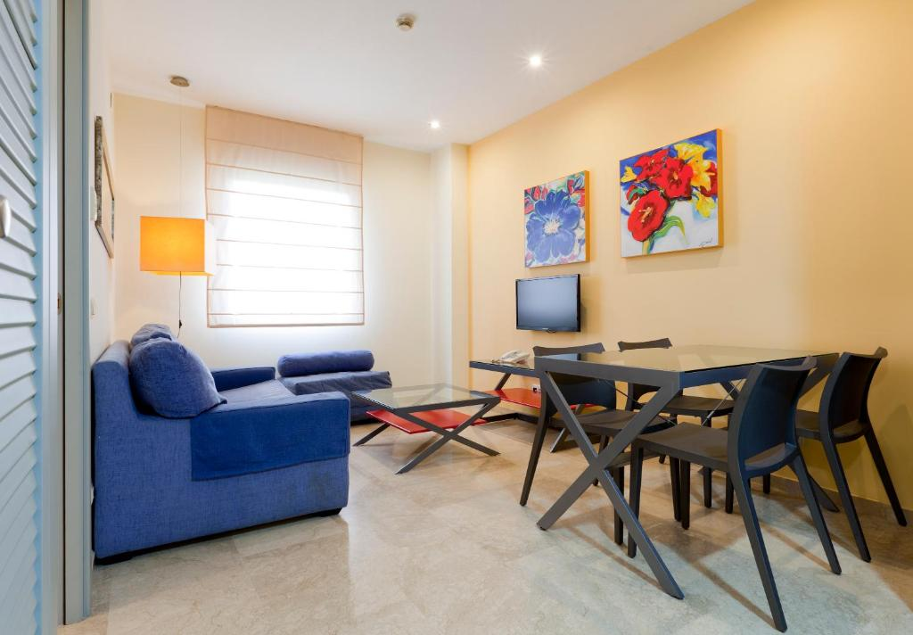 A seating area at Apartamentos Vértice Sevilla Aljarafe