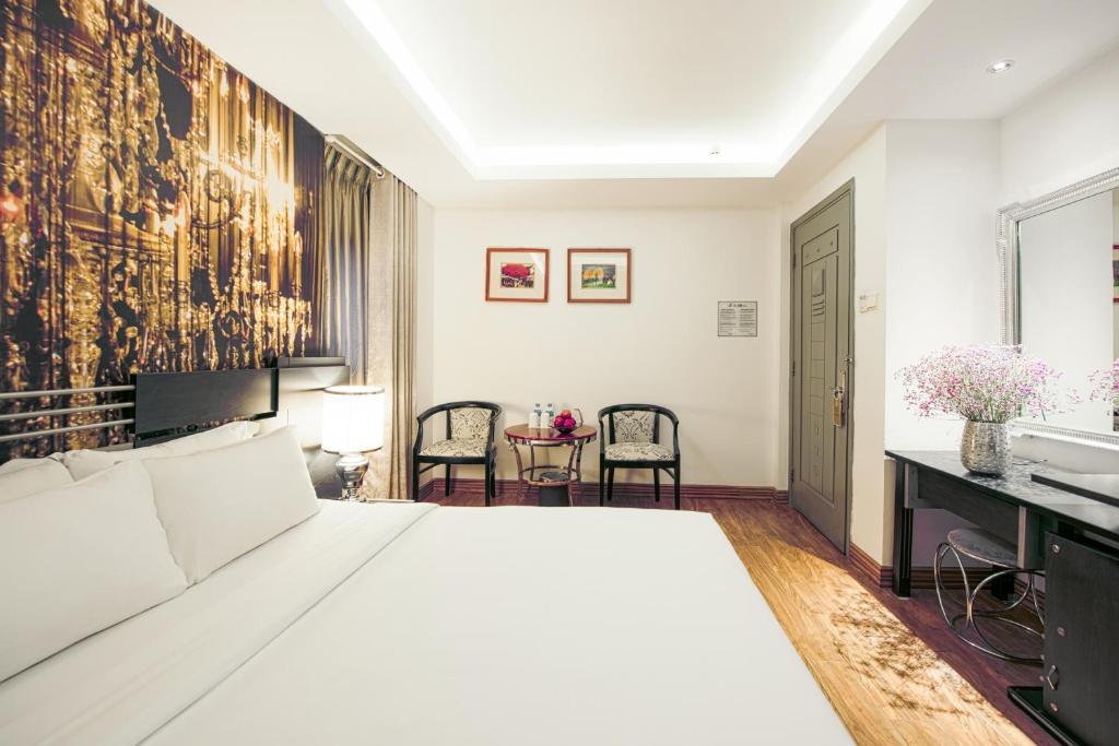 A & EM - The Petit Hotel