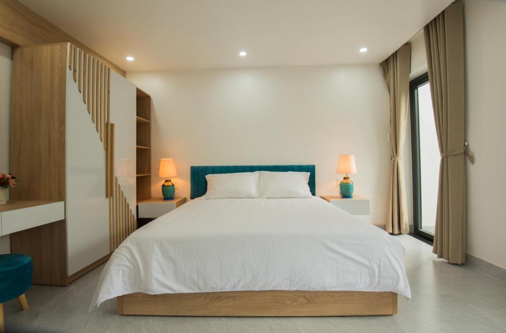 เตียงในห้องที่ Kim Phu Villa Hoi An