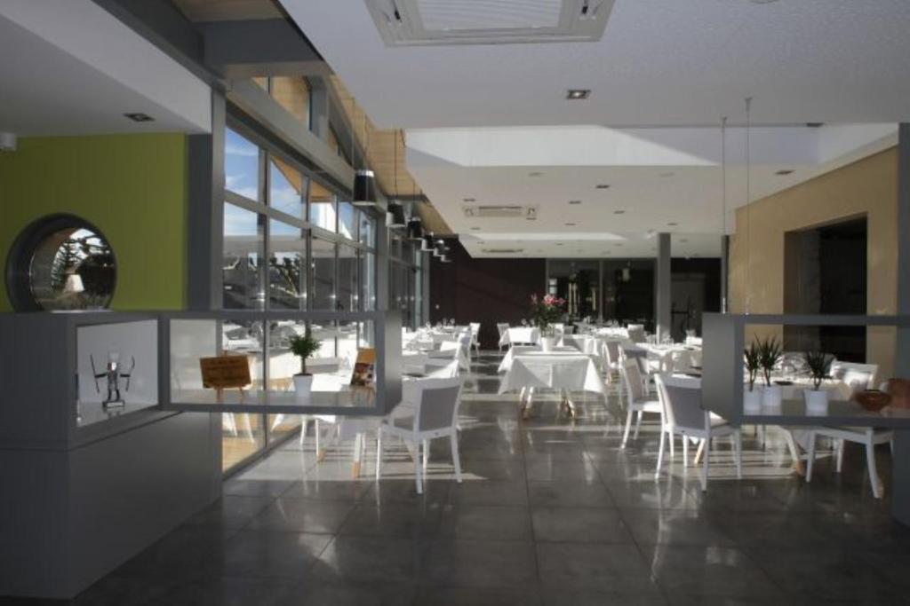 Restaurant ou autre lieu de restauration dans l'établissement Hostellerie Saint Germain