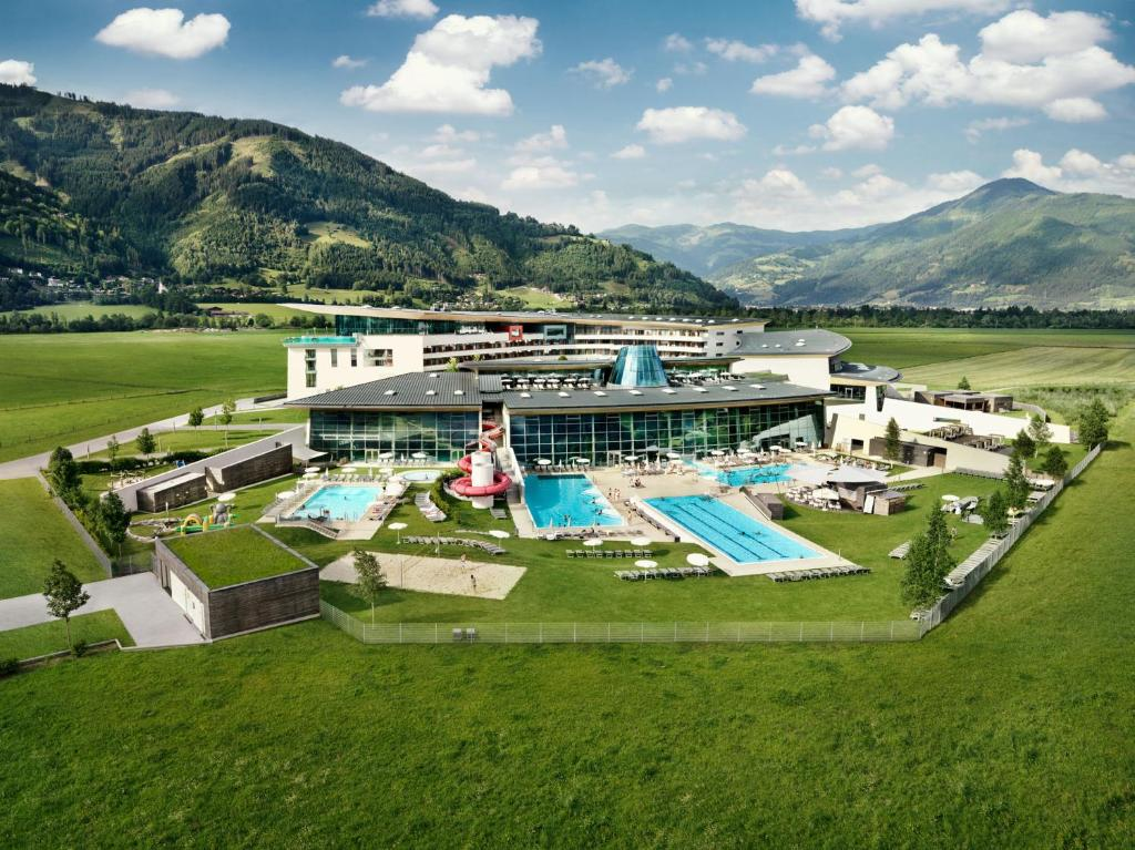 A bird's-eye view of Tauern Spa Hotel & Therme