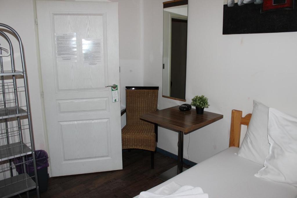 A television and/or entertainment center at Hotel Intourist Praha