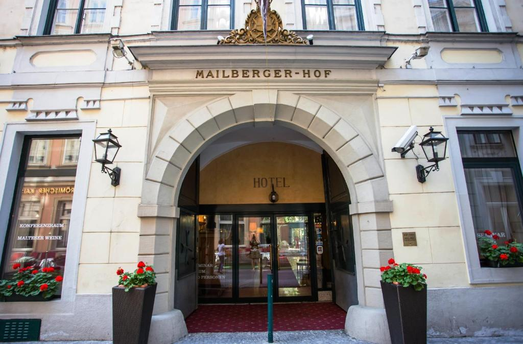 The facade or entrance of Hotel Mailberger Hof