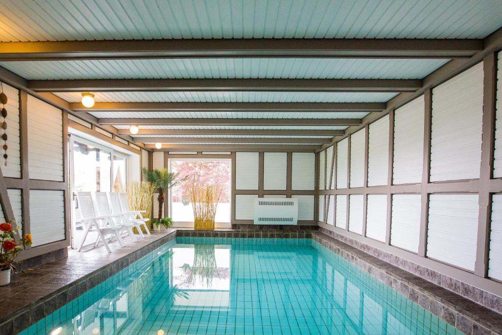 The swimming pool at or near Ferienwohnanlage Prinzenhof