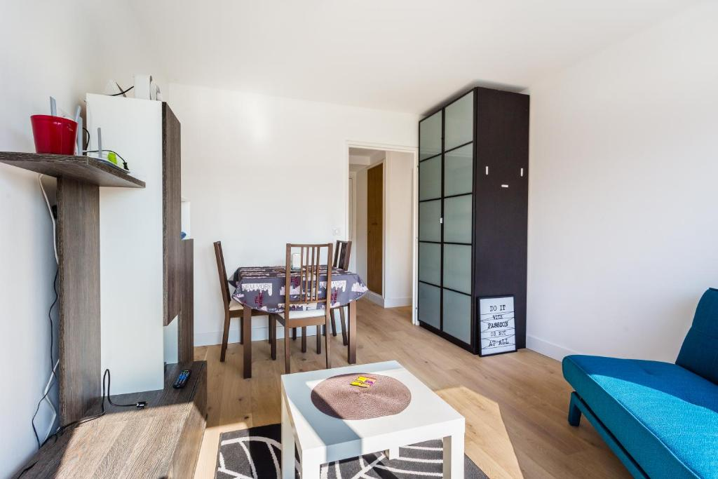 Apartment Bohemian Flat Bercy Paris France Booking Com