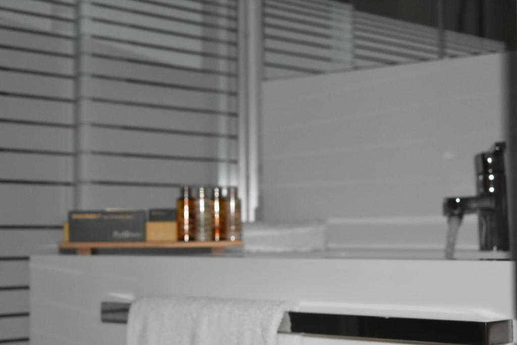 A cozinha ou cozinha compacta de ParkTower Suites