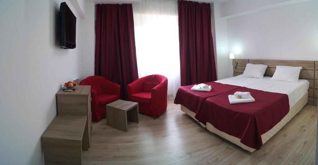 A bed or beds in a room at Hotel Otopeni