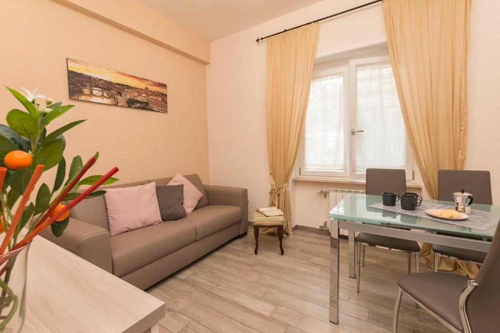 Poltrone E Sofa Roma Pomezia.Apartment Il Giardino Degli Agrumi Roma Rome Italy Booking Com