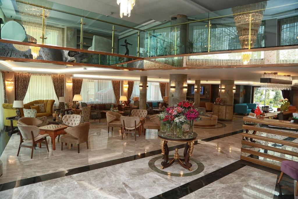A restaurant or other place to eat at Tuzla Garden Hotel & Spa
