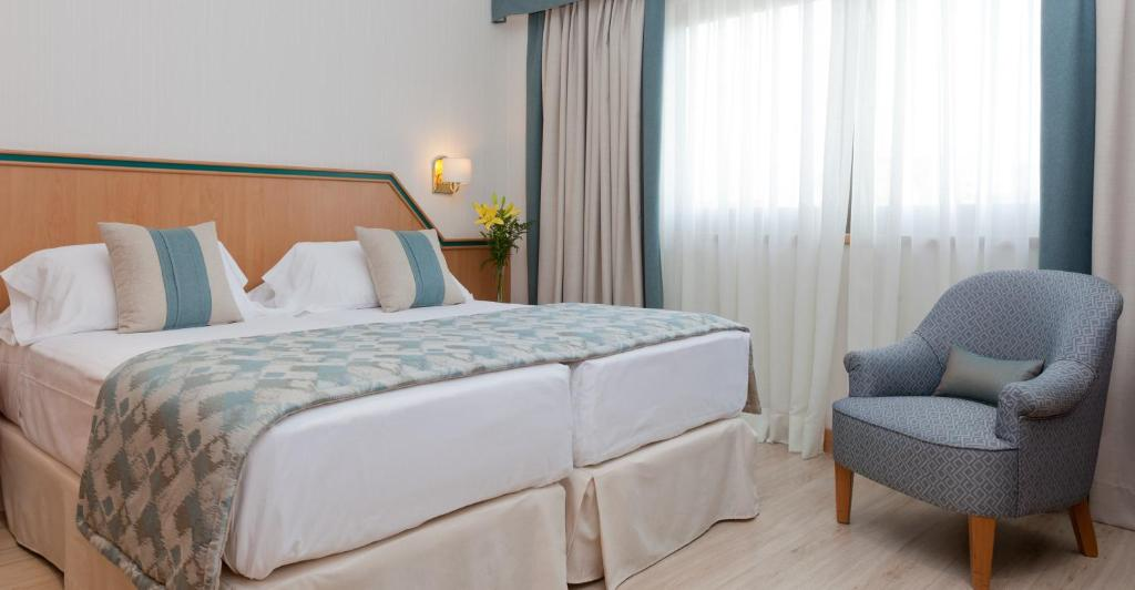 A bed or beds in a room at Hotel Praga