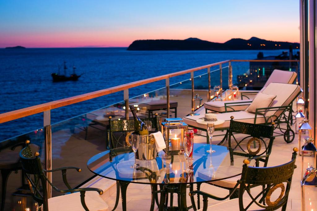 A restaurant or other place to eat at Royal Princess Hotel