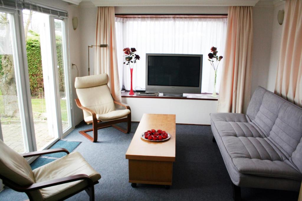 A seating area at Holiday Home Duinhorst