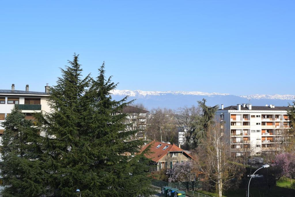 Hotel Le Soli Saint Julien En Genevois France Booking Com