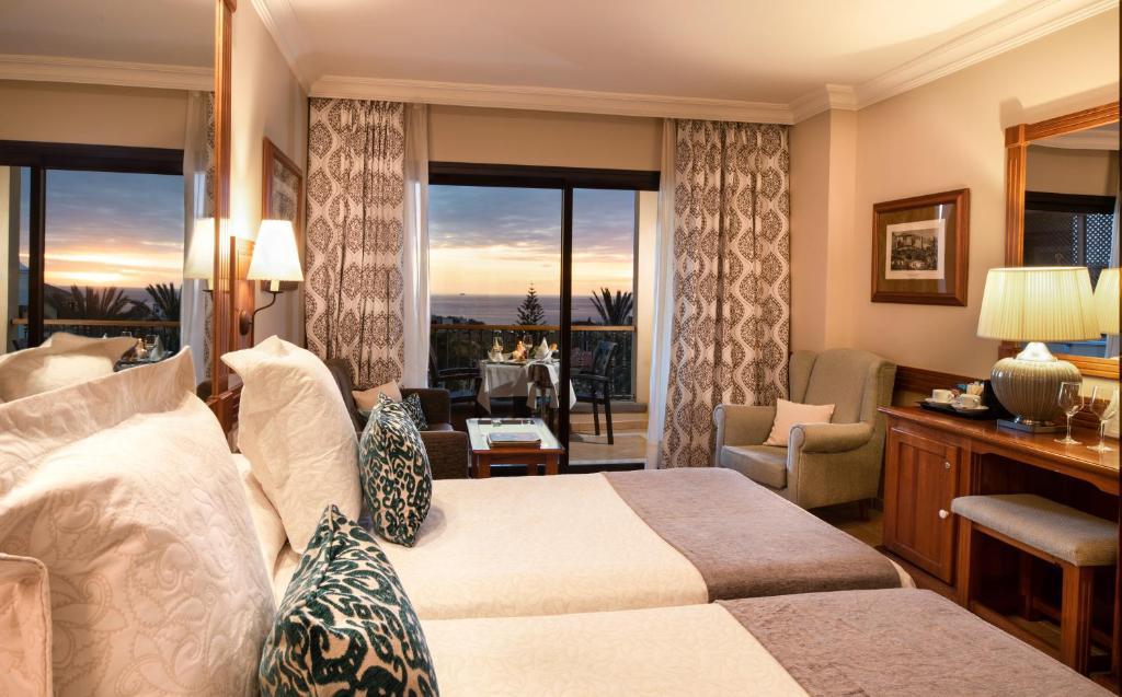 Hotel GF GRAN COSTA ADEJE*****, Adeje, Spain - Booking.com
