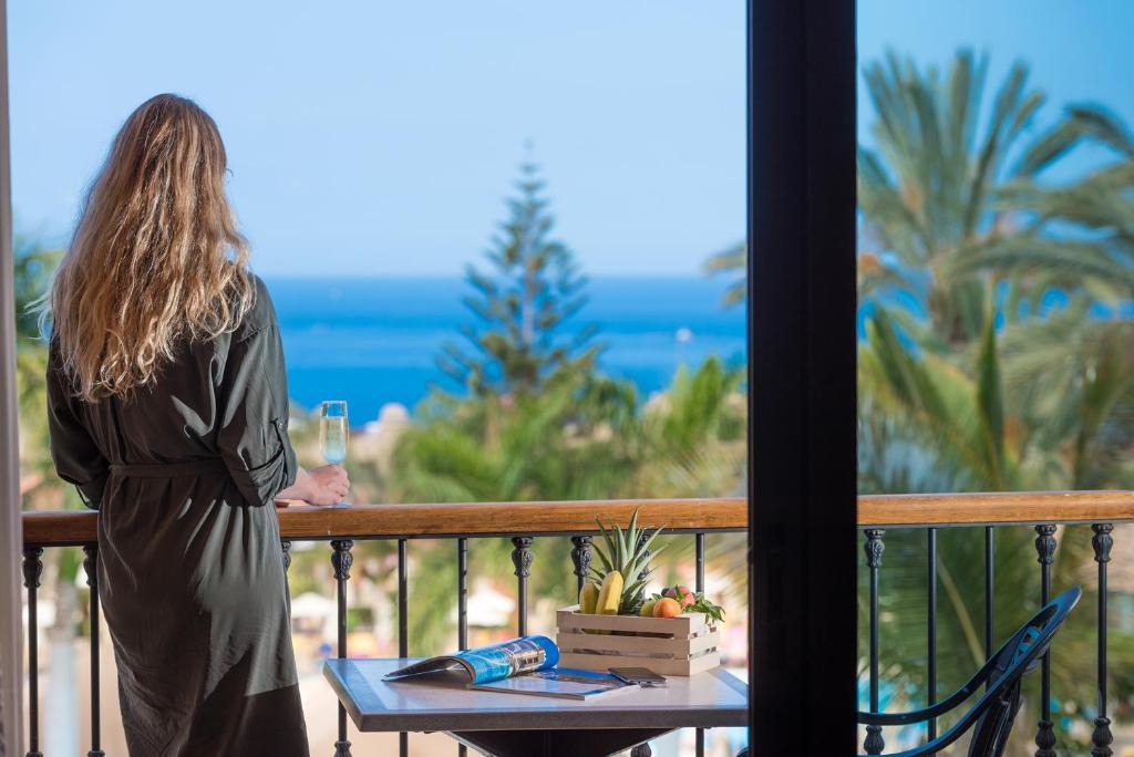 Hotel GF GRAN COSTA ADEJE***** (España Adeje) - Booking.com