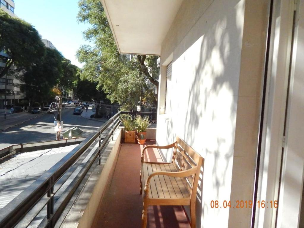 A balcony or terrace at Luminoso y amplio apartamento de 90 m² en Punta Carretas