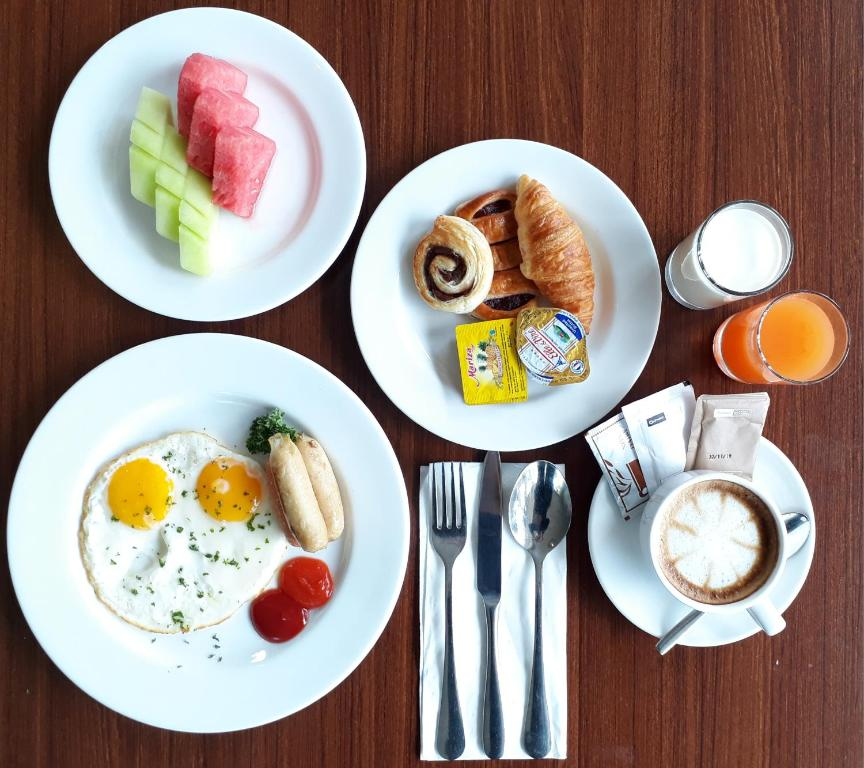 Breakfast options available to guests at Olympic Renotel Sentul
