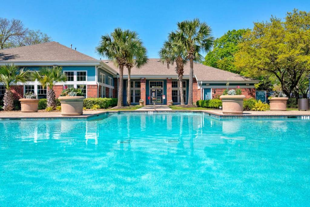 The swimming pool at or close to Luxury Rentals at Texas Medical Center