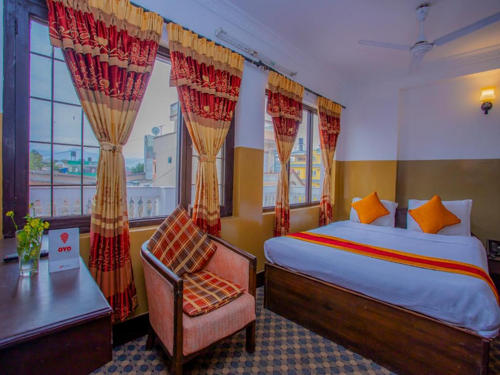 A bed or beds in a room at OYO 298 Hotel Asha