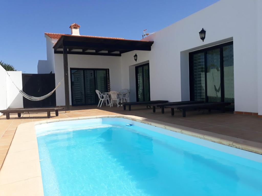 Chalet con piscina de 3 dormitorios, Lajares, Spain ...